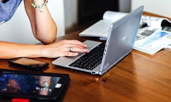 Voucher 200 € για laptop, tablet: Οι αιτήσεις και ο έλεγχος κριτηρίων