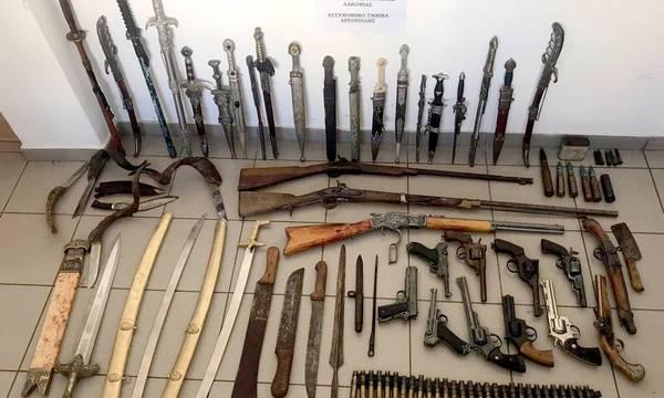 Είναι στη φυλακή. Ερεύνησαν το σπίτι του στη Μάνη. Βρήκαν συλλογή όπλων!