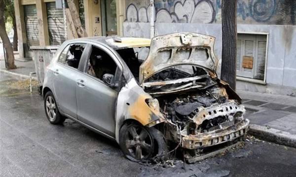 Έβαλαν φωτιά τα ξημερώματα σε αυτοκίνητο επιχειρηματία στη Πάτρα
