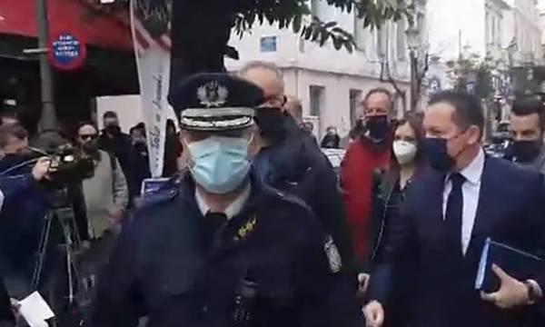Έντονες αποδοκιμασίες κατά Πέτσα στην Πάτρα (video)