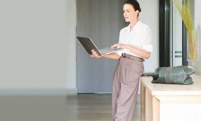 Το παντελόνι που είναι η απόλυτη τάση της μόδας! Το φοράει η Τζίνα Αλιμόνου…