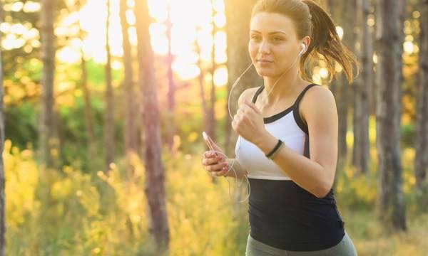 Έρευνα: Η έλλειψη σωματικής άσκησης συνδέεται με αυξημένο κίνδυνο βαριάς Covid-19 και θανάτου
