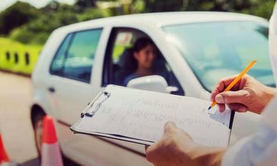 Ανοίγουν οι σχολές οδηγών σε όλη τη χώρα. Πώς θα γίνονται οι εξετάσεις