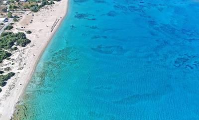 Η παραλία της Ελαφονήσου με νερά πισίνας που μοιάζει βγαλμένη από την Καραϊβική