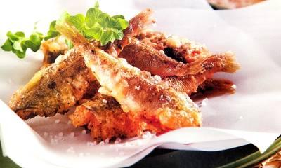 Μαριδάκι τηγανητό με λεμόνι και ρίγανη