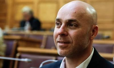 Τι γυρεύει ο Γιώργος Αμυράς στην Πελοπόννησο;