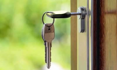 Έχει εξαφανιστεί 7 ημέρες. Τα κλειδιά της στην πόρτα και το σκυλί της μέσα στο σπίτι!