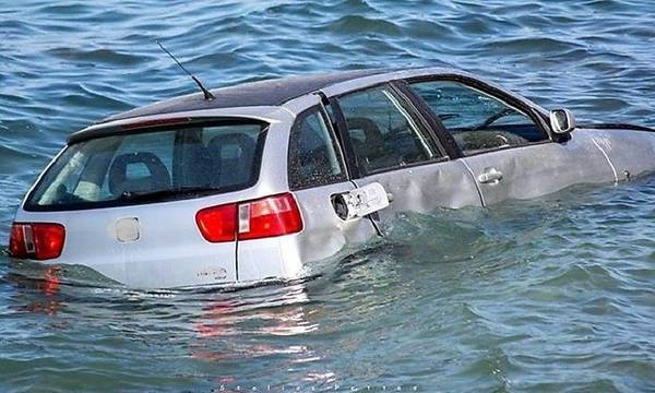 Πάτρα: Αυτοκίνητο έπεσε στη θάλασσα
