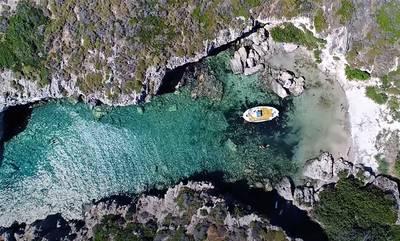 Απάγκιο: Η πριβέ παραλία της Λακωνίας
