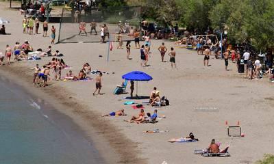 «Πλημμύρισε» από κόσμο η παραλία Καραθώνας στο Ναύπλιο (photos)