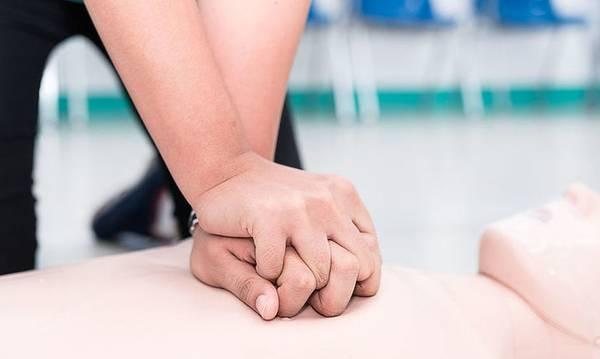 Μάθημα Καρδιοαναπνευστική Αναζωογόνησης από τον Ερυθρό Σταυρό Σπάρτης