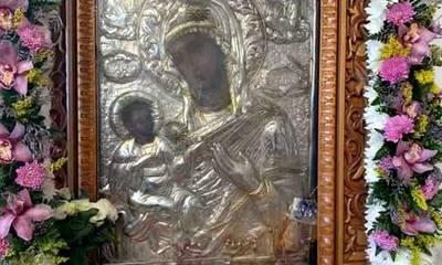 Προσευχή πολλών στην Παναγία τη Χρυσαφίτισσα Μονεμβασίας