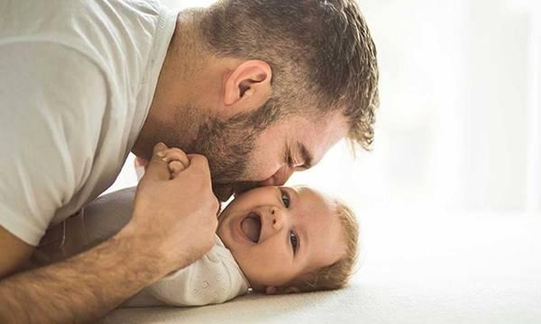 Γονικές άδειες: εξισορροπείται ο ρόλος των δυο γονέων