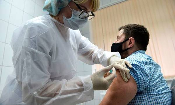 Εμβολιάστηκε για τον κορονοϊό και … «παρέλυσε»!