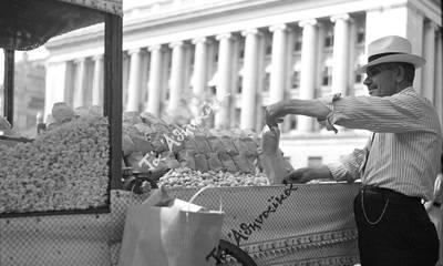 Ο Έλληνας που πουλούσε φιστίκια έξω από τον Λευκό Οίκο!