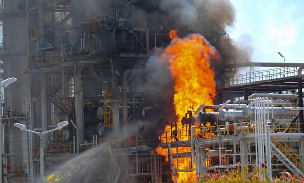 Κορινθία: Φωτιά στις εγκαταστάσεις της MotorOil