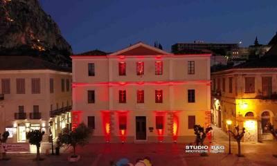 Το Δημαρχείο «βάφτηκε» κόκκινο, στη μνήμη των Ποντίων (photos)
