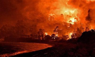 Φωτιά στον Σχίνο Κορινθίας: Εκκενώθηκε προληπτικά το Αλεποχώρι
