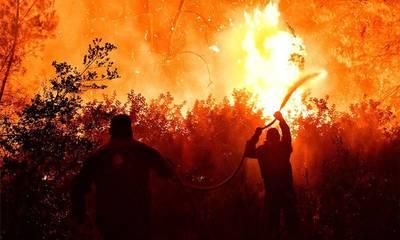 Φωτιά στην Κορινθία: Βελτιώθηκε η εικόνα της πυρκαγιάς - Ολονύχτια μάχη με τις φλόγες