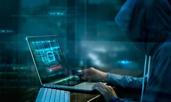 Αφαιρούσαν χρήματα από λογαριασμούς κλέβοντας κωδικούς μέσω Ίντερνετ