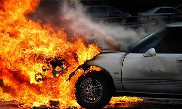 Φωτιά εν κινήσει σε ΙΧ αυτοκίνητο στην εθνική οδό Κορίνθου – Τριπόλεως (video)