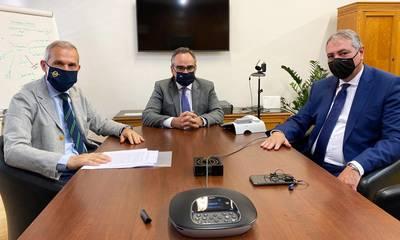 Με Κοντοζαμάνη και Καρβέλη ο Θανάσης Δαβάκης στο υπουργείο Υγείας