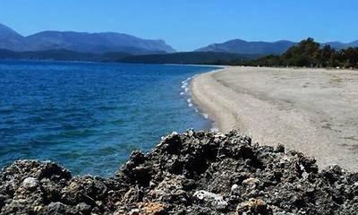 Εθελοντικός καθαρισμός της παραλίας Μαυροβουνίου, στο Γύθειο