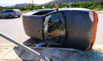 Τροχαίο ατύχημα στο Ναύπλιο με εκτροπή και ανατροπή αυτοκινήτου - Μια γυναίκα τραυματίας
