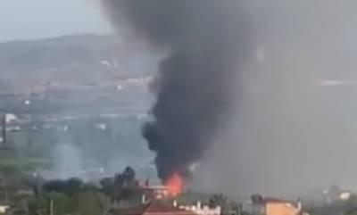 Φωτιά τώρα κοντά σε σπίτια στο Κιάτο (video)