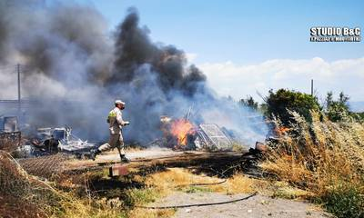 Άργος: Πυρκαγιά σε αποθήκη με λάστιχα και παλιά ΙΧ (photos - video)