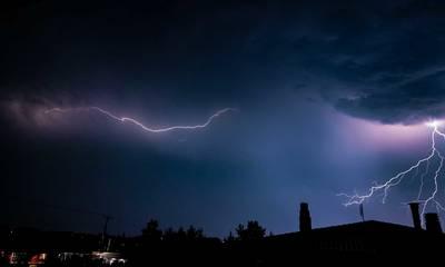Καιρός: Έρχονται καταιγίδες, χαλάζι και κεραυνοί στην Πελοπόννησο - Πού θα κυμανθεί η θερμοκρασία