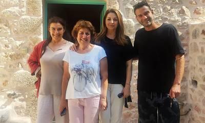 Μαγεύτηκαν στη Μάνη, Άντζελα Γκερέκου και Τζένη Μπαλατσινού (photos)