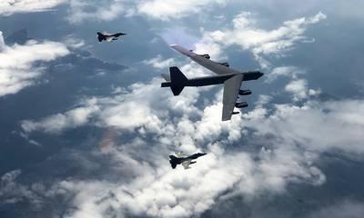 «Σπαρτιάτικο Σπαθί»: Συνεκπαίδευση ελληνικών F-16 με αμερικανικό B-52 (photos)
