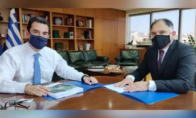 Με τον υπουργό Περιβάλλοντος και Ενέργειας για τις ανεμογεννήτριες στον Καβομαλιά
