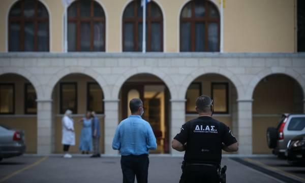 Σοκ! Ιερέας έριξε βιτριόλι σε επτά Μητροπολίτες δύο δικηγόρους και έναν αστυνομικό