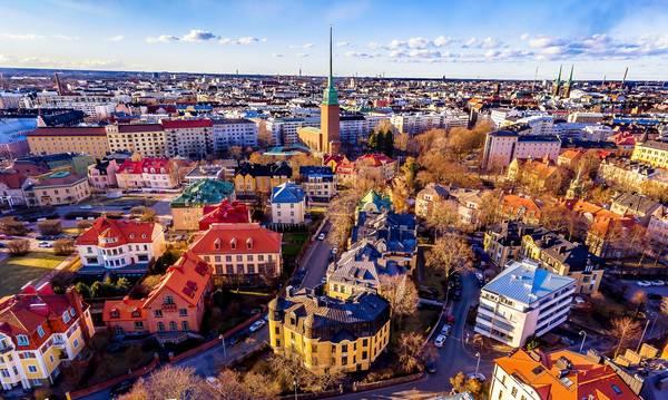Η πιο ευτυχισμένη χώρα του κόσμου αναζητεί επειγόντως ξένο εργατικό δυναμικό