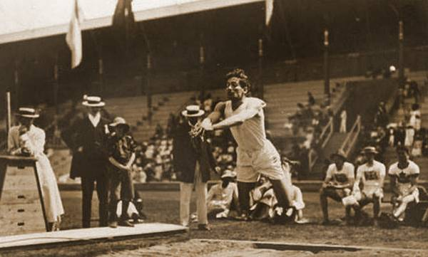 Σαν σήμερα ο Κωνσταντίνος Τσικλητήρας κερδίζει το χρυσό στους Ολυμπιακούς Αγώνες της Στοκχόλμης