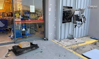 Άργος: Ανατίναξαν ΑΤΜ σε σουπερμάρκετ και αφαίρεσαν τα μετρητά (photos)