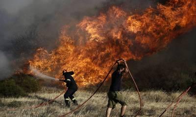 Φωτιά στην Μονεμβάσια - Στη μάχη και εναέρια μέσα