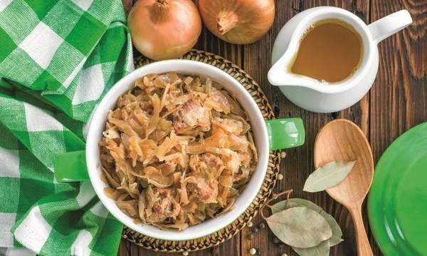 Χοιρινό με ξινολάχανο και σέλινο
