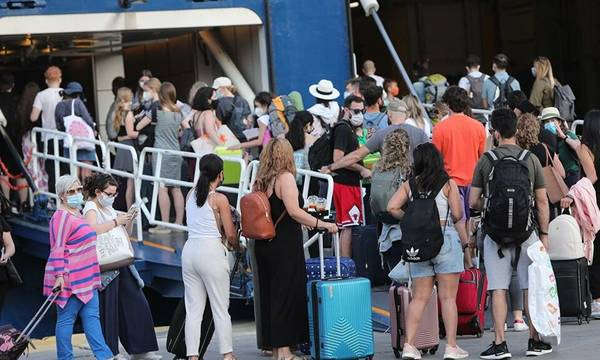 Νέα μέτρα από σήμερα: Τι ισχύει για μετακινήσεις σε νησιά και ψυχαγωγία