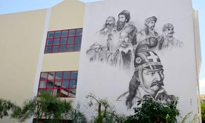 Καλαμάτα: Τοιχογραφία με ήρωες του '21 στο 24ο Δημοτικό Σχολείο