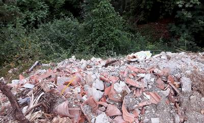 Μπάζα στις πηγές της Τρύπης του Δήμου Σπάρτης (photos)