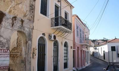 Πωλείται ιστορικό νεοκλασικό κτήριο, θερινή κατοικία του Όθωνα, στην Κορώνη