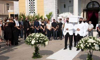 Καλαμάτα: Ράγισαν καρδιές στην κηδεία της 7χρονης Αναστασίας