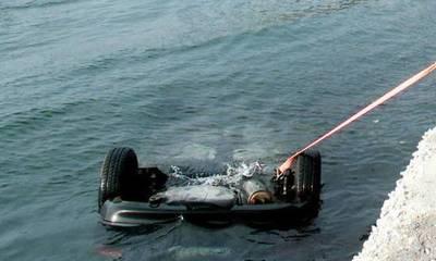 Αυτοκίνητο έπεσε στο λιμάνι της Κορίνθου
