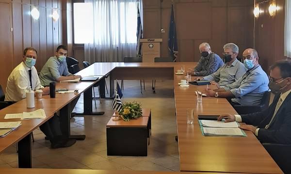 Συνάντηση στο υπουργείο με Παναιγιάλειo Ένωση για την σταφίδα – Τι λέει ο υπουργός!