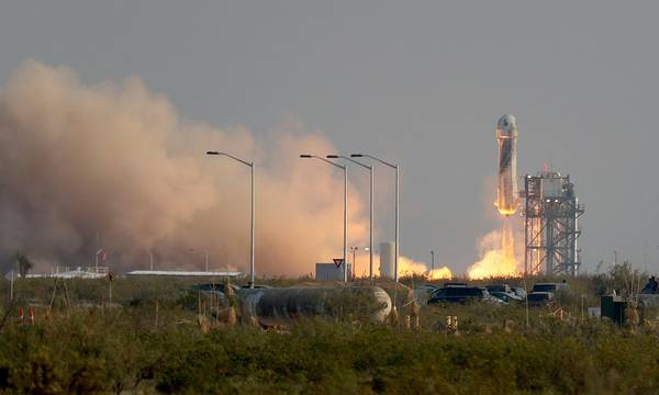 O Τζεφ Μπέζος ταξίδεψε στο Διάστημα (video)