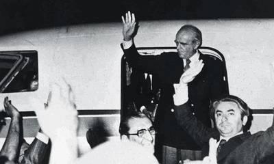 Σαν σήμερα το 1974 καταρρέει η χούντα – Επιστρέφει ο Κωνσταντίνος Καραμανλής
