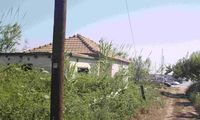 Πωλείται οικόπεδο και ισόγεια οικία με πρόσοψη στη θάλασσα στην Κυλλήνη